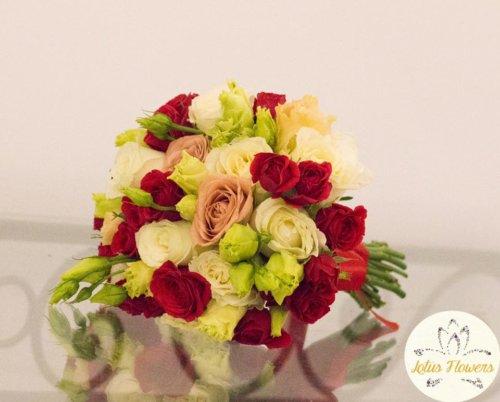 buchet mireasa trandafiri rosii